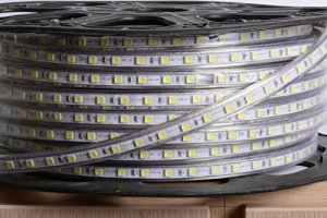 aftertech® Bobine Unique 100 m LED Strip Bande d'extérieur 220 V blanc froid 5500 K