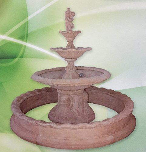 Fontaine en béton, mesures: 200x 240cm.