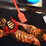 Outil de cuisson extérieur BBQ -3Pack Non-stick BB Grill Tapis (15,75 x 13 pouces) + 1Brsuh Silicone Brush -BBQ Grill Tapis de cuisson barbecue antiadhésive réutilisable téflon Feuilles de cuisson four à micro-ondes