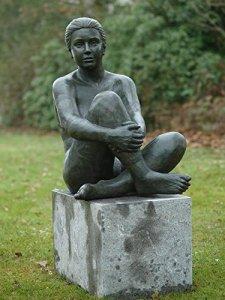 H. Packmor GmbH Sculpture en bronze représentant une femme assise – Décoration pour la maison et le jardin – 60 x 80 x 98 cm