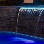 Warmpool Cascade acrylique encastrable LED RGB (bande LED remplaçable) avec télécommande et transformateur (150 cm languette 12 cm)