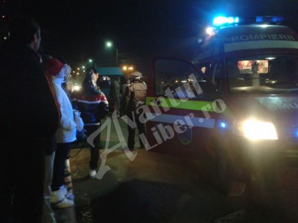 O femeie a fost grav accidentată pe trecerea de pietoni de lângă supermarket-ul Penny din Petrila