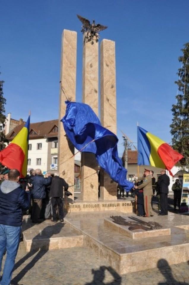 monument brad1