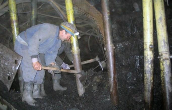 1301988526Mina-mineri-muncitori-794x509