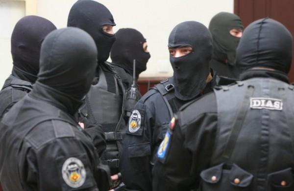 Descinderi la traficanți de droguri din Petroșani, Gorj și Dolj