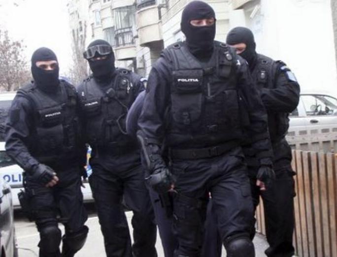 razie-de-amploare-a-politistilor-care-verifica-firme-ce-comercializeaza-marfuri-din-turcia-si-bulgaria-18451147