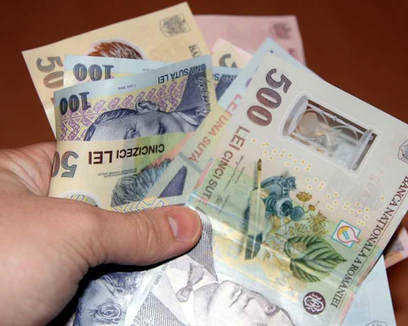 Veste bună pentru românii care vor să se împrumute la bănci. Proiectul privind PLAFONAREA DOBÂNZILOR la CREDITE a primit aviz favorabil la Senat