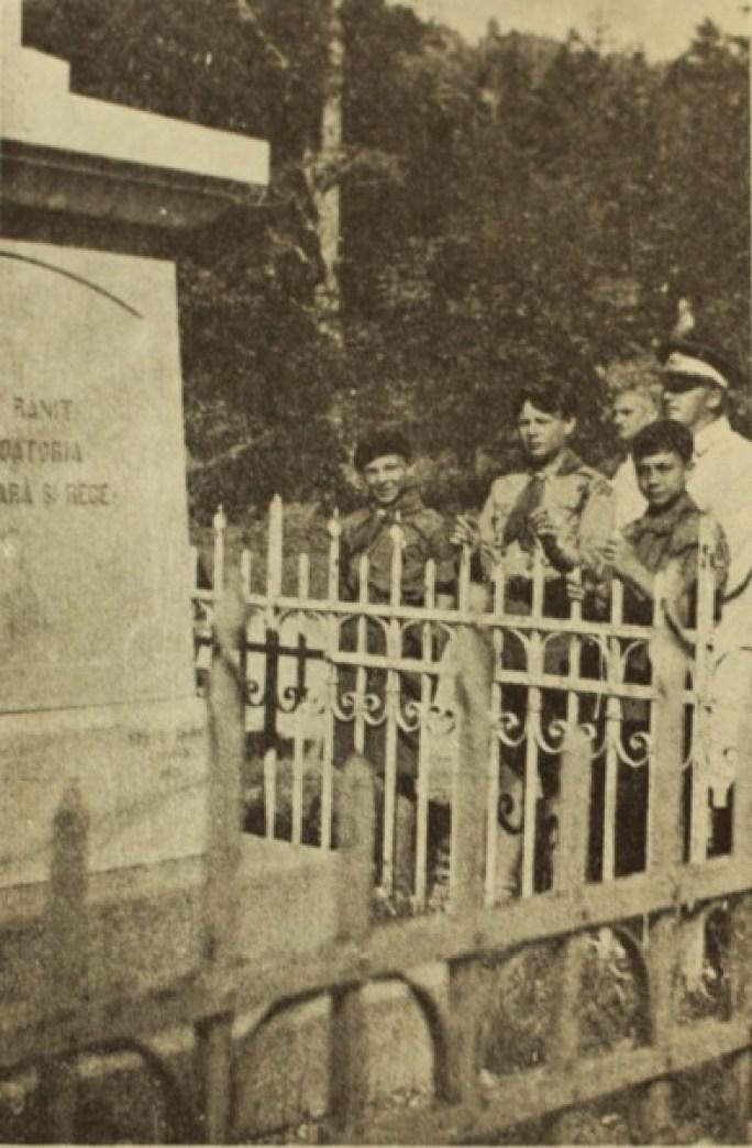 Regele la monumentul Generalului Dragalina-Defilelul   Jiului