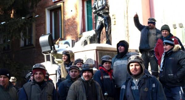 Minerii de la Lupeni protestează la sediul CEH