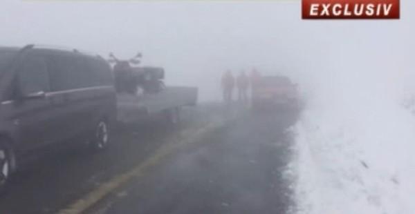 UPDATE / Turiști blocați în zona Taia-Petrila