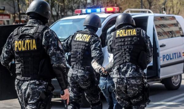 Patru traficanți de droguri au fost reținuți de ofițerii SCCO Hunedoara