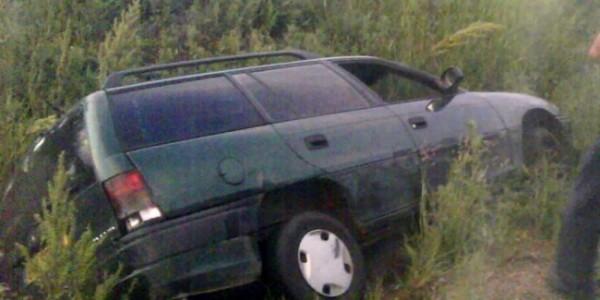 Șofer din BRAD a ajuns cu mașina în șanț
