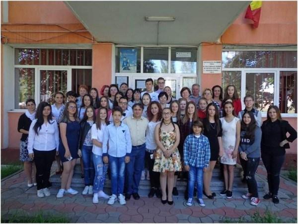 """Competiția proiectelor """"Școala altfel"""" din județul Huneodara a fost câștigată de elevii de la Liceul Tehnologic Retezat Uricani"""