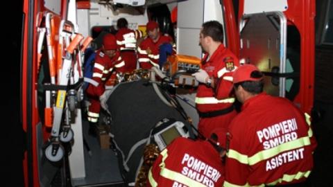 Accident rutier grav: Doi tineri, soț și soție, transportați la spital după ce s-au răsturnat cu mașina, pe Transalpina