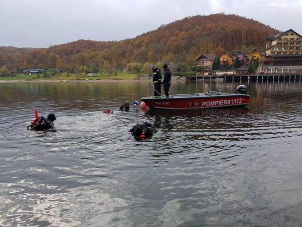 Șase inspectorate din țară și-au trimis pompieri scafandri la Lacul Cinciș