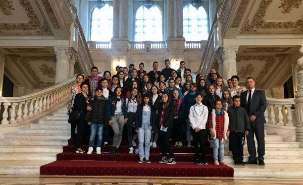 Copii din Lupeni și Uricani în vizită la Palatul Parlamentului