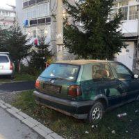 Poliția locală a dat deja primele amenzi pentru mașinile abandonate pe domeniul public de la Lupeni