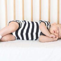 Îți dorești un pătuț la un preț avantajos pentru bebelușul tău în care să doarmă liniștit? Iată cum trebuie să îl alegi !