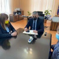 Șomajul tehnic și implementarea proiectelor europene, temele discuțiilor dintre prefectul de Hunedoara și președintele ANOFM