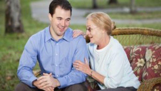 dating o fată jumătate de vârstă datând pe cineva la fel de obosit