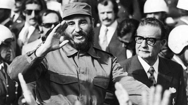 """Fidel Castro in Cile nel 1970 proclama la """"via pacifica al socialismo"""" con Allende"""