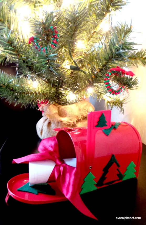Letters to Santa - mailbox craft and round-up of free printable letters