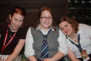 Sarah, Teija, Bex Hanging out in the Marriott. Dragon Con 2009.