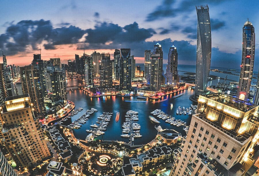 Best things to do in the Dubai Marina. See the top 10 things to do in Dubai on Avenlylanetravel.com #dubai #avenlylanetravel