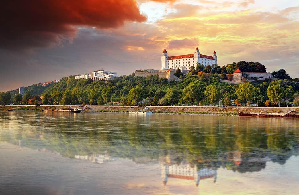 bigstock-Bratislava-Castle-At-Sunset-S-83435147resize1