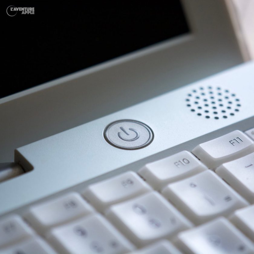 "iBook 2001 dit ""Dual-USB"", power button"