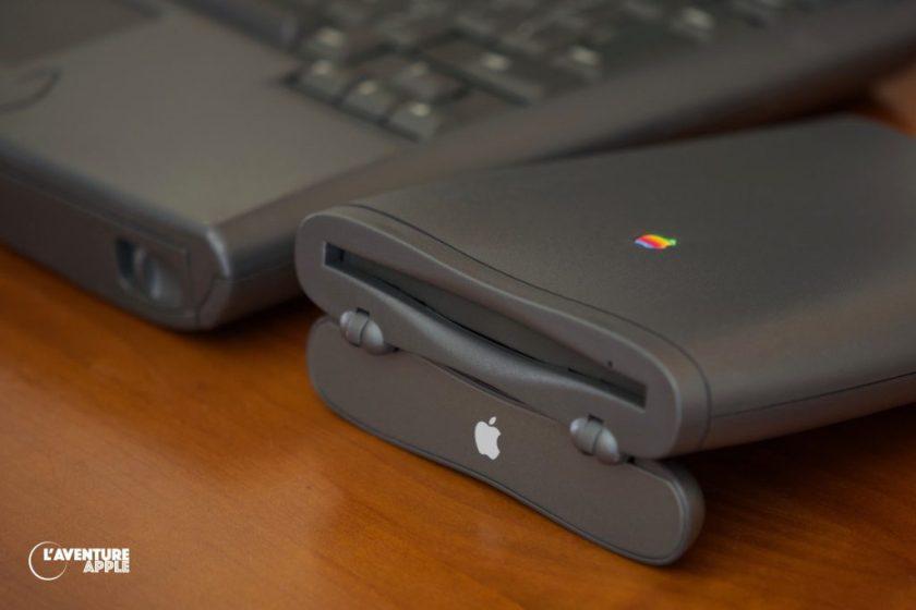 PowerBook 2400c et son lecteur de disquettes