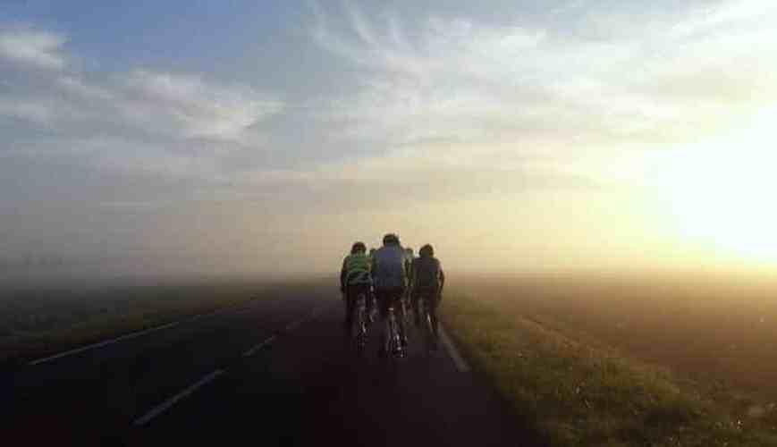 cyclistes-deux-de-front