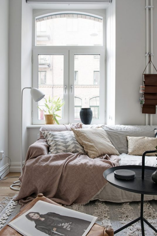 salon-decoration-hiver-coussin-tapis-aventuredeco (3)