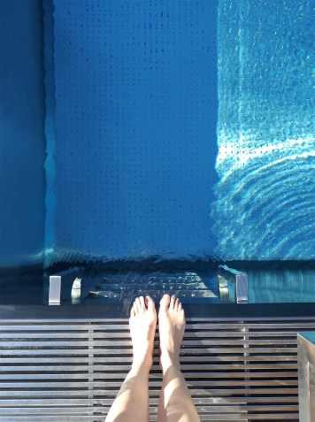 piscine-exterieur-spa-hote-des-berges-aventuredeco (1)