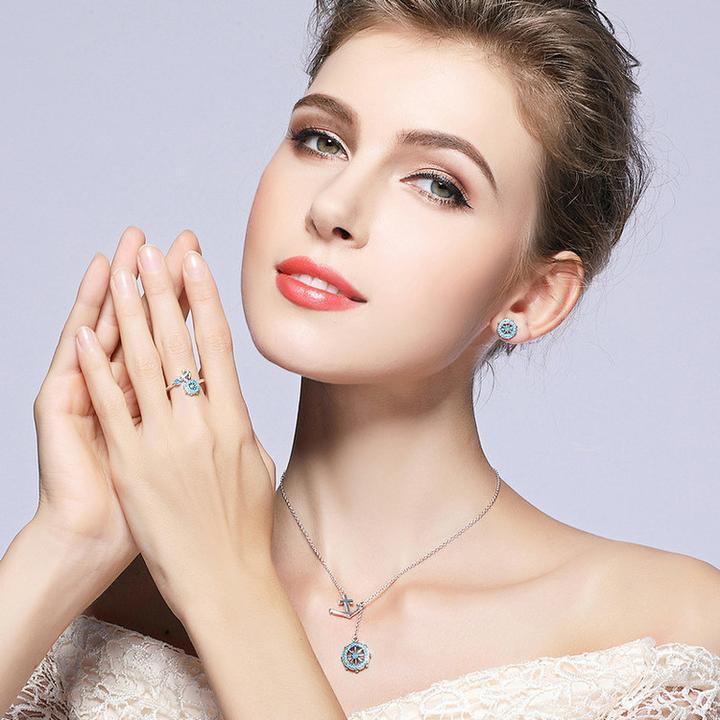 modèle femme avec bijoux