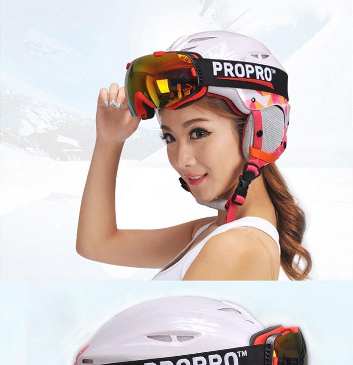 modèle avec casque