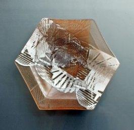 """""""Nr. 1624"""", Brandtrap, zeskant, zalm warme kleuren en wit zeefdruk foto brandrap, 20 x 20 x 2,5 cm"""