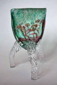 """Peter Huntelaar, """"Driepoot"""", Gedraaide benen, geblazen glas, 27 x 20 cm."""