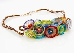 "Anat Sapir, collier ""Multicolor cups necklace"", glas, leren koord en vergulde sluiting."