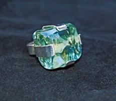 Hans van der Wateren, Ring, zilver met vierkant glas object.
