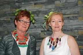 Marianne en Mannie met halssieraden van Marleen Rameckers.