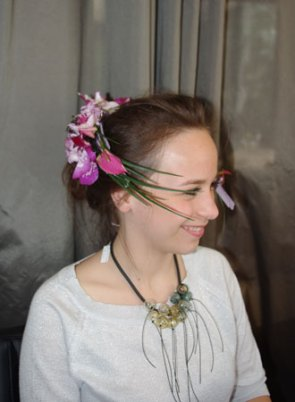 Sophie voelde zich heel goed met een van de halssieraden van Anat Sapir.