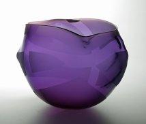 """""""Zachte Vorm met Linten"""", 2014, geblazen en gezandstraald glas, 24x34x24 cm."""