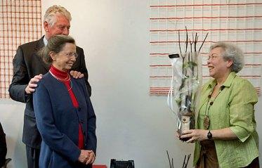 Margriet Pleiter bedankt Rita Kok.