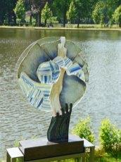 """De """"Uit de Naad"""" van Ruth Houkes heeft een passend water-achtergrond gekregen."""
