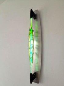 "Remy de Feyter, ""SOOLL"", heetglas en Argon gas, hoog 90 cm op RVS armatuur hangend."