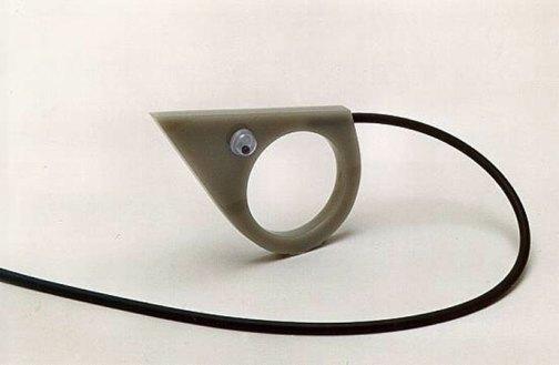 """Teunis van de Kamp, """"Muis"""", acryllaat, Ø 18 mm."""