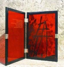 Frank van den Ham, Rood Boek Nr. FH-05-09, met gedicht, zilveren boekverbinding, breed 2 x 14 cm, hoog 20 cm.