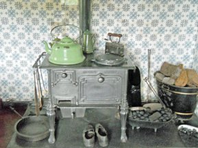 28-461-De Kamer-op of naast fornuis/kachel-2 objecten.