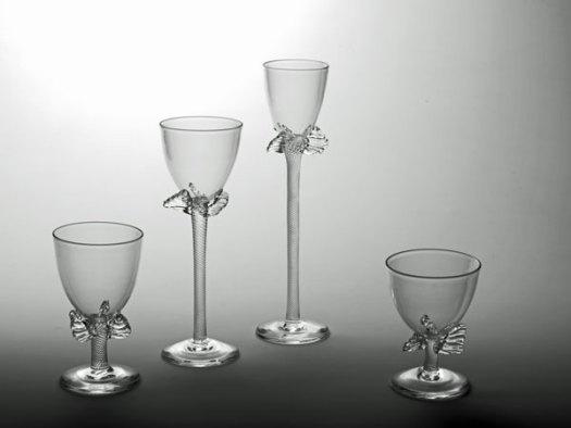 """Bibi Smit, """"Propeller glazen"""", handgeblazen en handgegraveerd glas."""